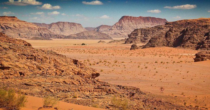Wadi Rum, un paysage désertique vaste et résonnant